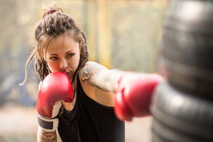 woman punching _benefits of kickboxing