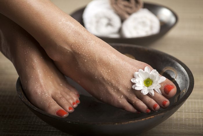 prevent foot odour_foot bath