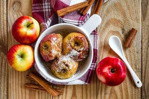 Easy Baked Apples With Sugar and Cinnamon