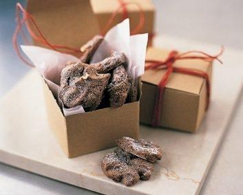 chocolatenutmeringue-77601785.jpg
