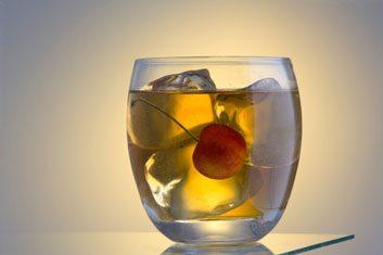 manhattan alcohol cocktail