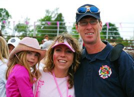breast cancer survivor | image of young breast cancer survivor Stephanie Nugent with family
