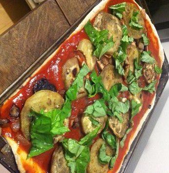 meatlessmondayeasyeggplantandbasilpizza