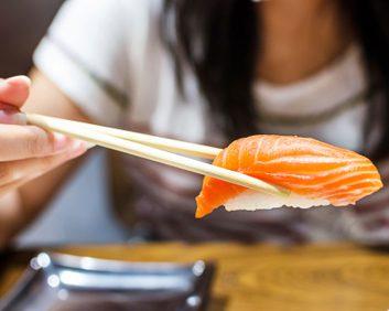 sushi raw fish pregnancy