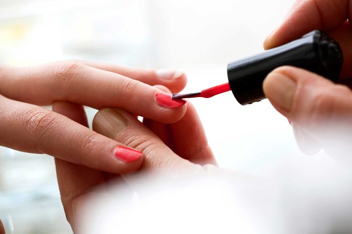 02-nail-color-red