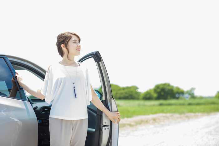 woman getting out of car_ stress-free commute