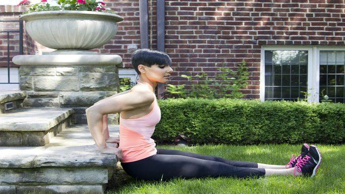 summer backyard workout dips