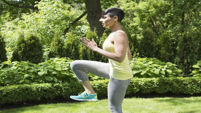 summer backyard workout high knees