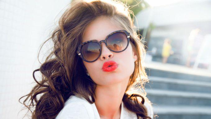 how to wear lipliner, woman wearing pinky red lipstick