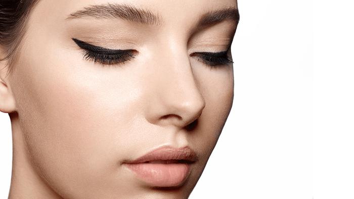 cat eye eyeliner, closeup of a woman's eyeliner
