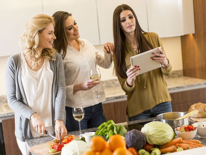 host a dinner party food prep