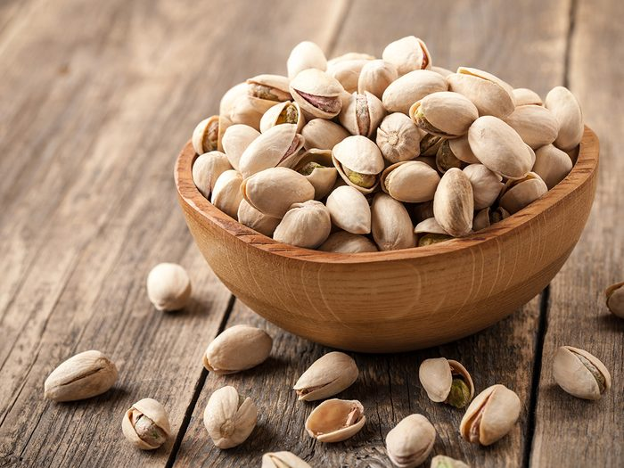 plant-based snacks | Extreme weight loss, bowl of pistachios