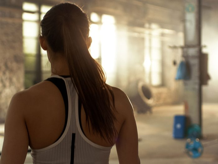 build muscle   woman at gym