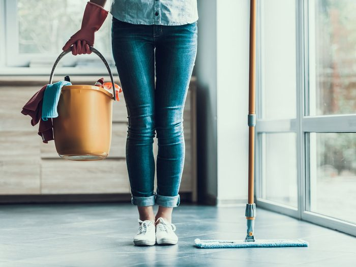 indoor air pollution chores cleaning supplies