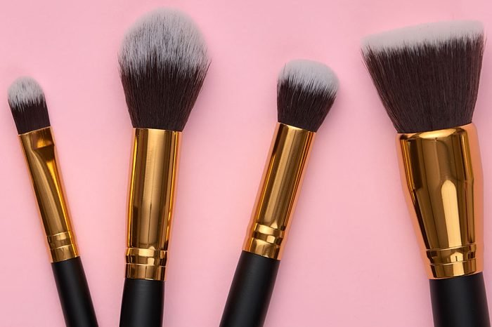 Activities for quarantine | Clean your makeup brushes