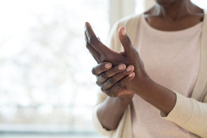 Fibromyalgia | woman with pain in hands
