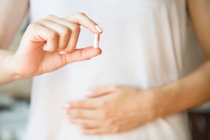 type 2 diabetes complications | woman's hands holding capsule