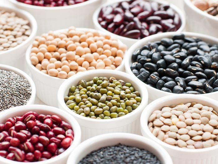 Collection,set,of,beans,,legumes,,peas,,lentils,on,ceramic,bowl